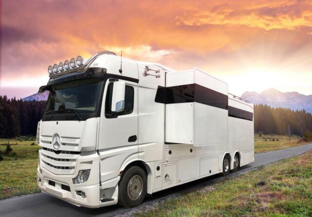 RJH six wheeler six sleeper five horse truck motorhome
